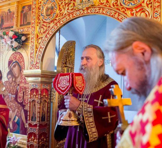 Архиепископ Каширский Феогност совершил Божественную литургию