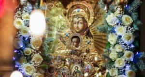 Величаем Тя, Пресвятая Дево, богоизбранная Отроковице, и чтим образ Твой святый!
